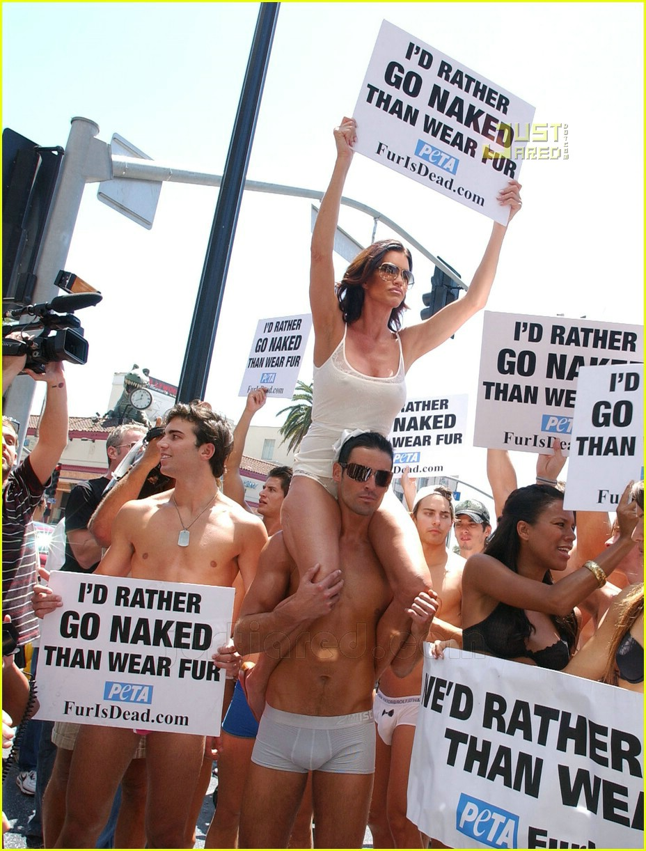 Close nude ass girls