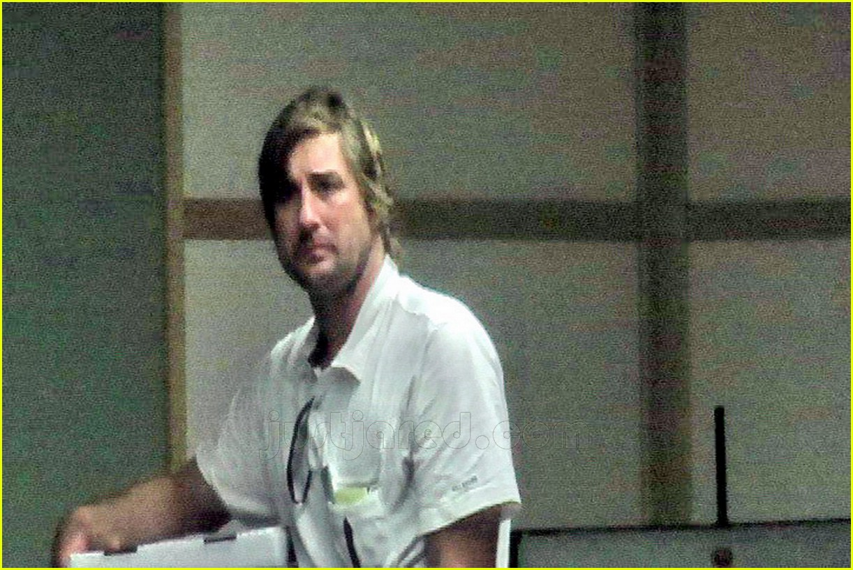 luke wilson visiting owen wilson 04