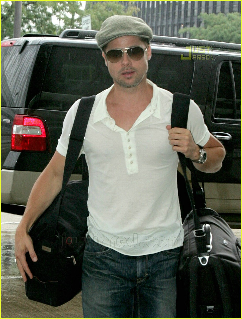 Full Sized Photo of brad pitt chicago airport 03 | Photo ... Brad Pitt
