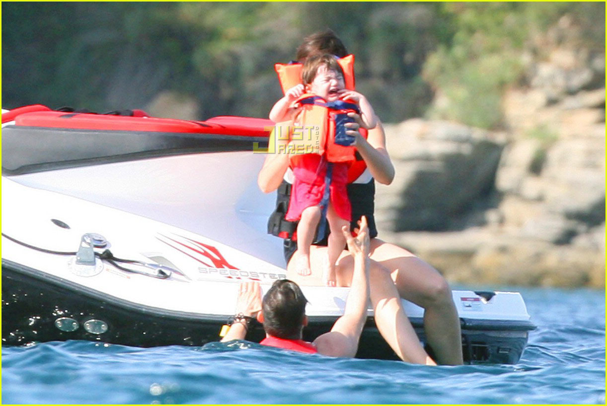 suri cruise crying 02