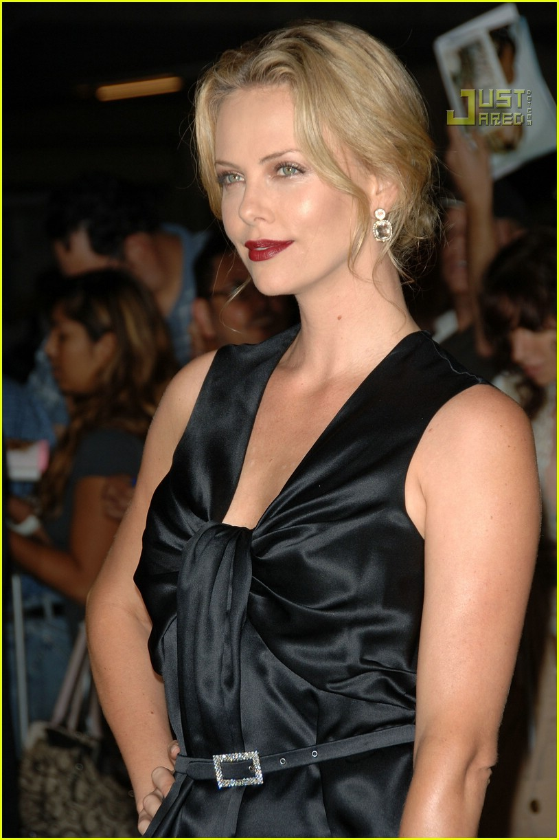 charlize theron in the valley of elah premiere 05