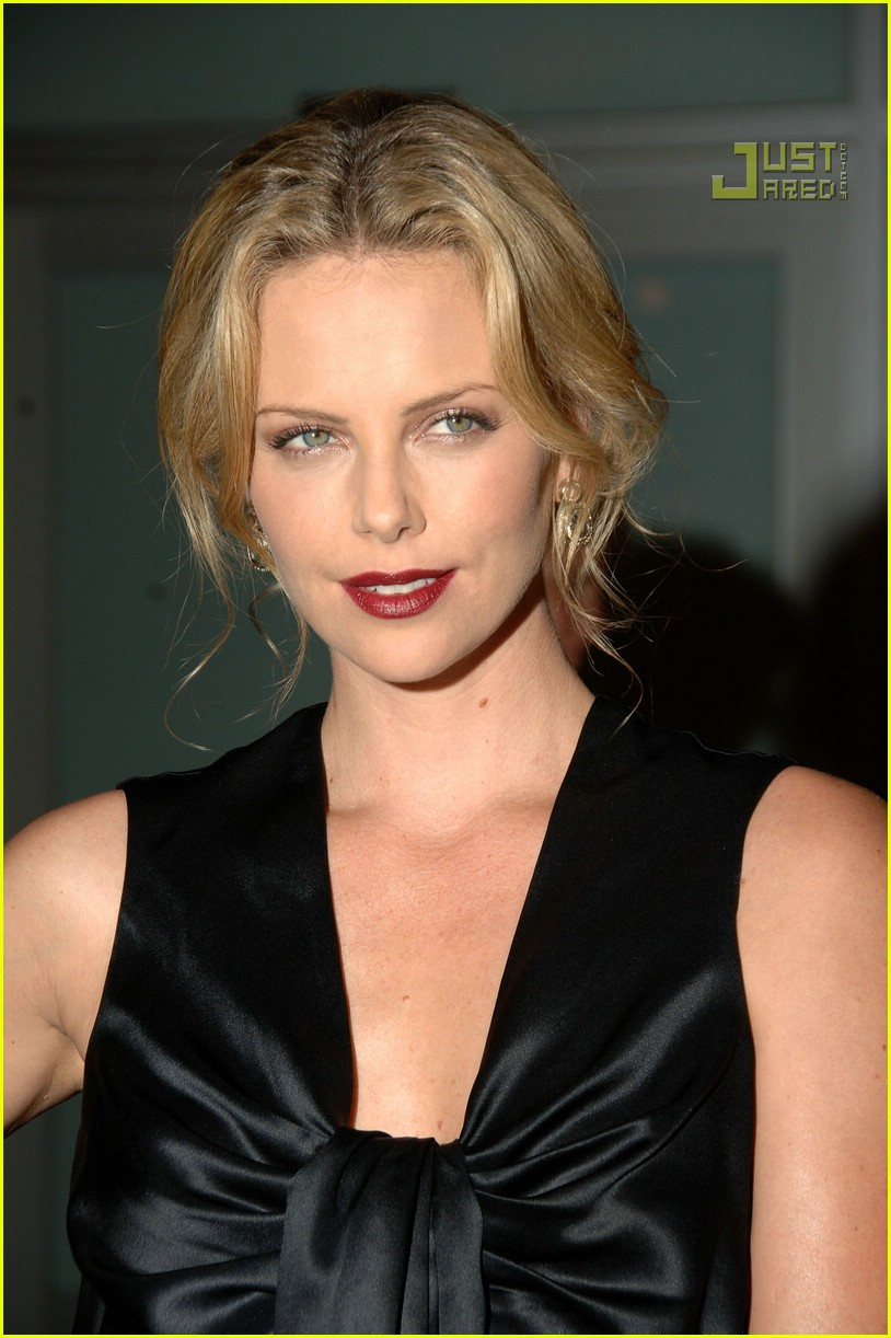 charlize theron in the valley of elah premiere 14