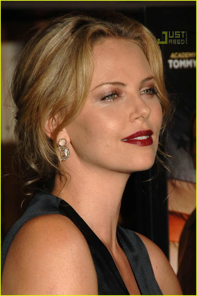 charlize theron in the valley of elah premiere 15