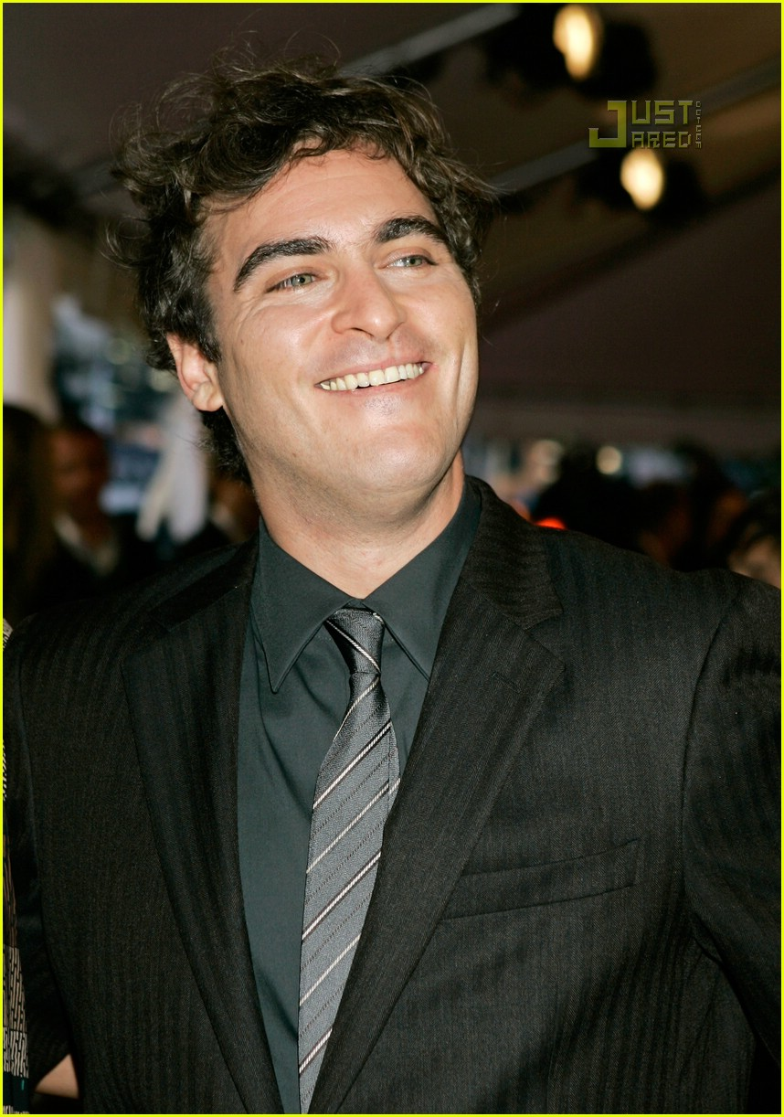 joaquin phoenix bed head 03