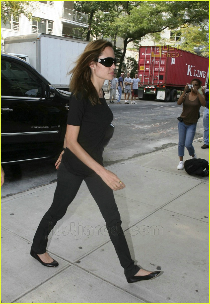 angelina jolie carrying maddox 04