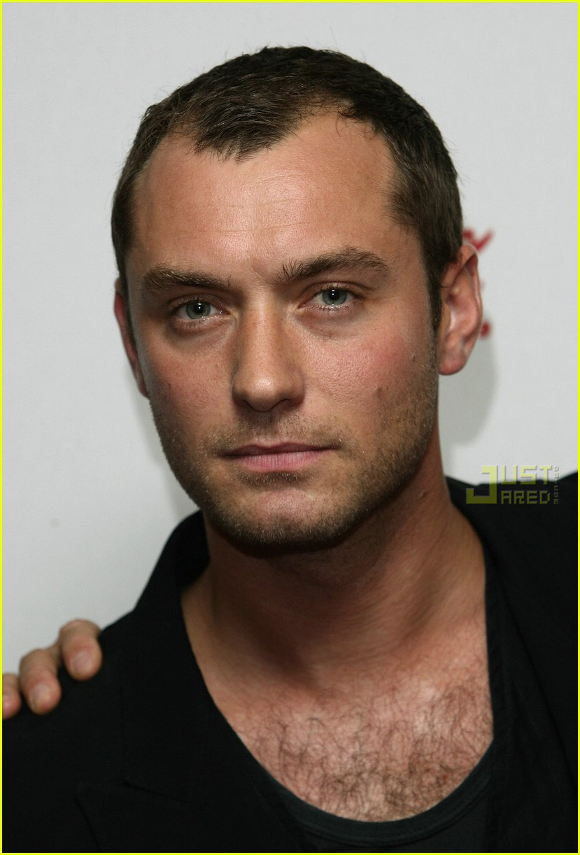 jude law short hair 01