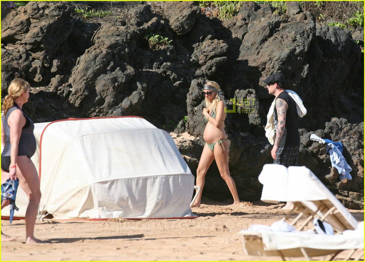 nicole richie pregnant bikini body 11