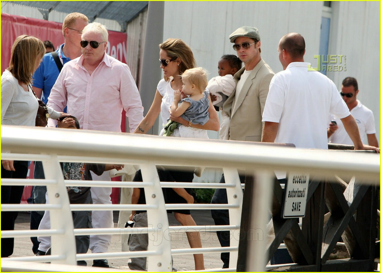 brad angelina water taxi ride 08