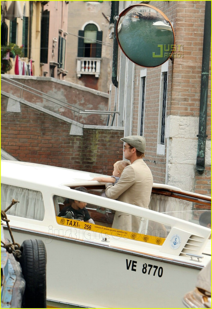 brad angelina water taxi ride 19