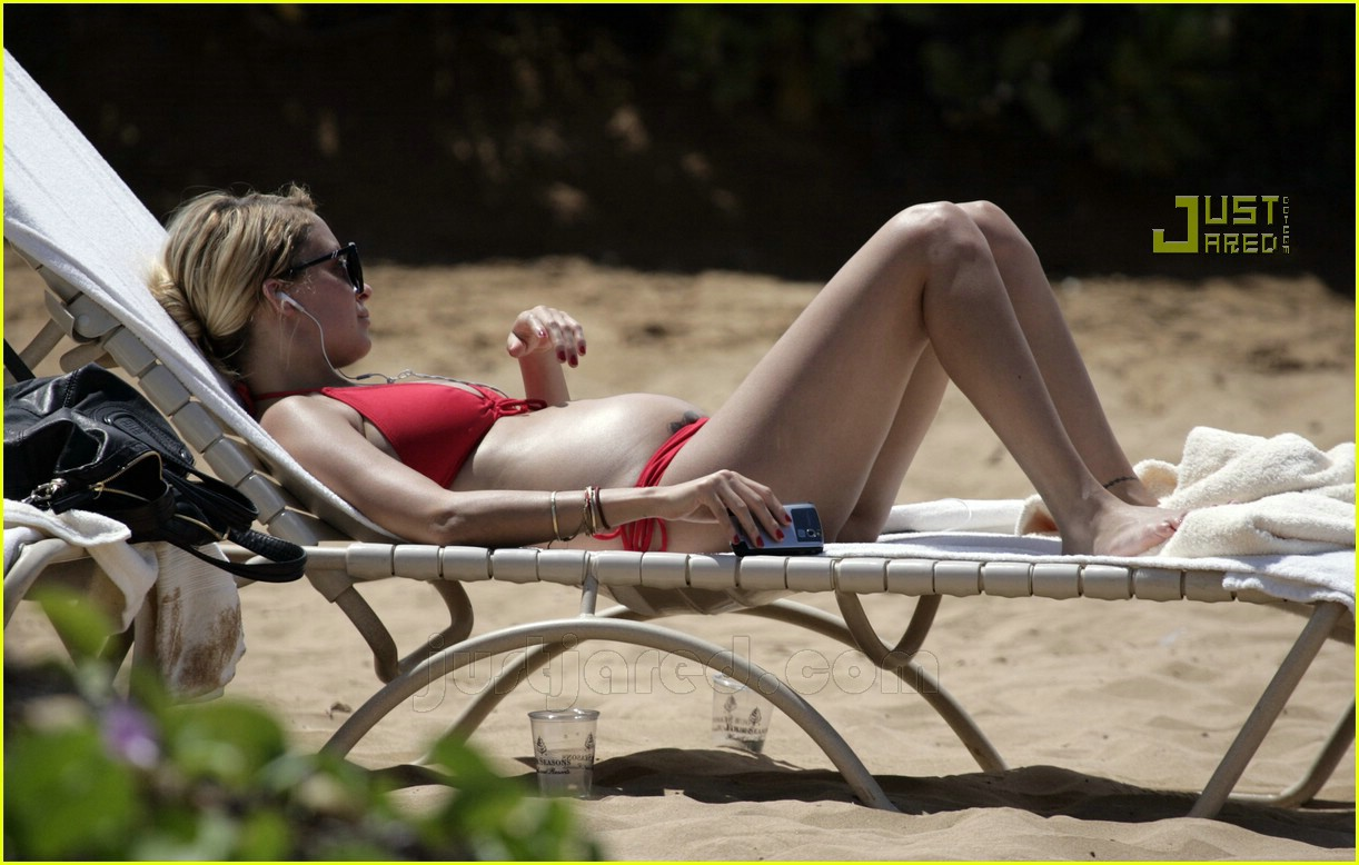 nicole richie pregnant bikini pictures 08