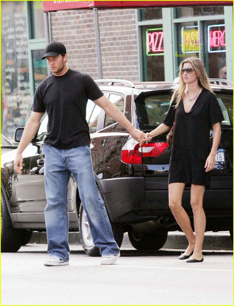 tom gisele holding hands 01