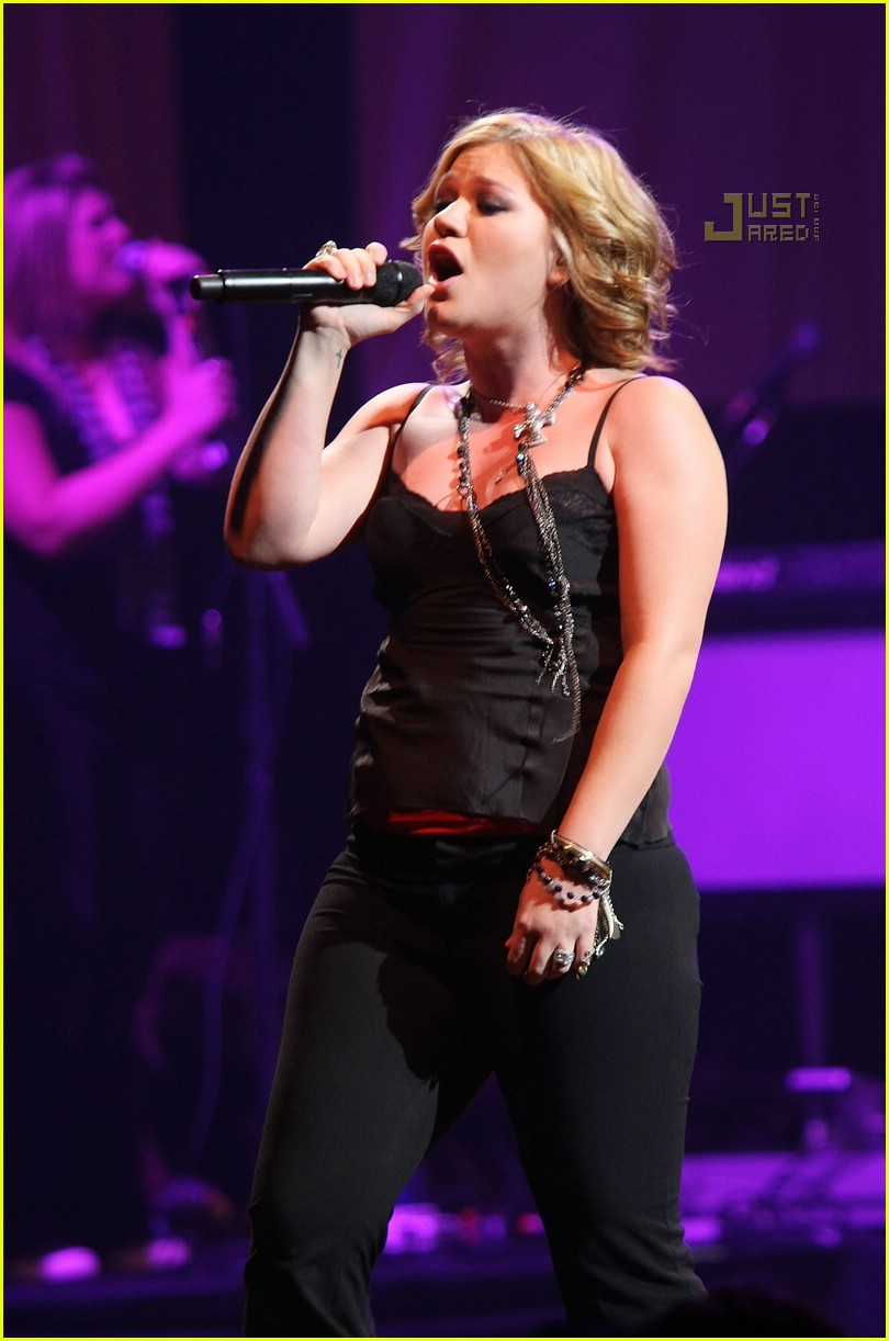 Full Sized Photo of kelly clarkson concert 05 | Photo 658501 | Just ...