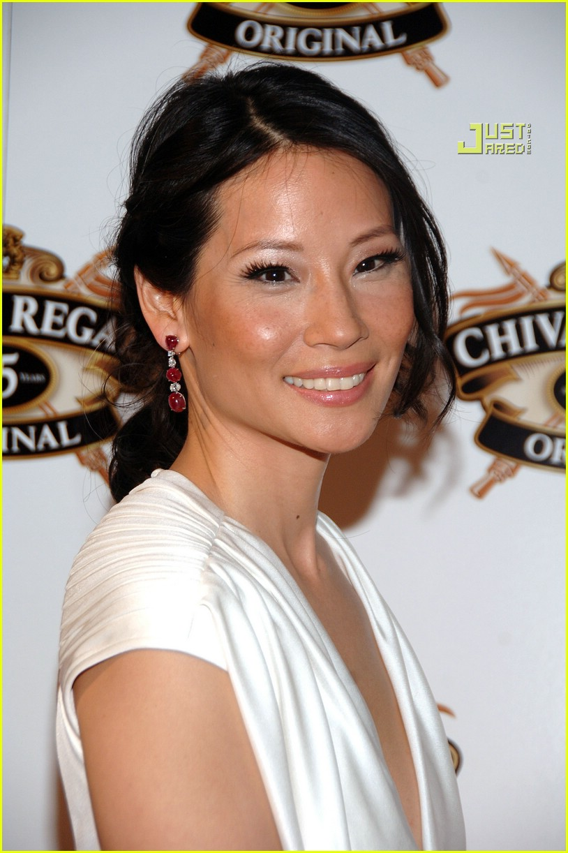 Lucy liu fakes apologise, but