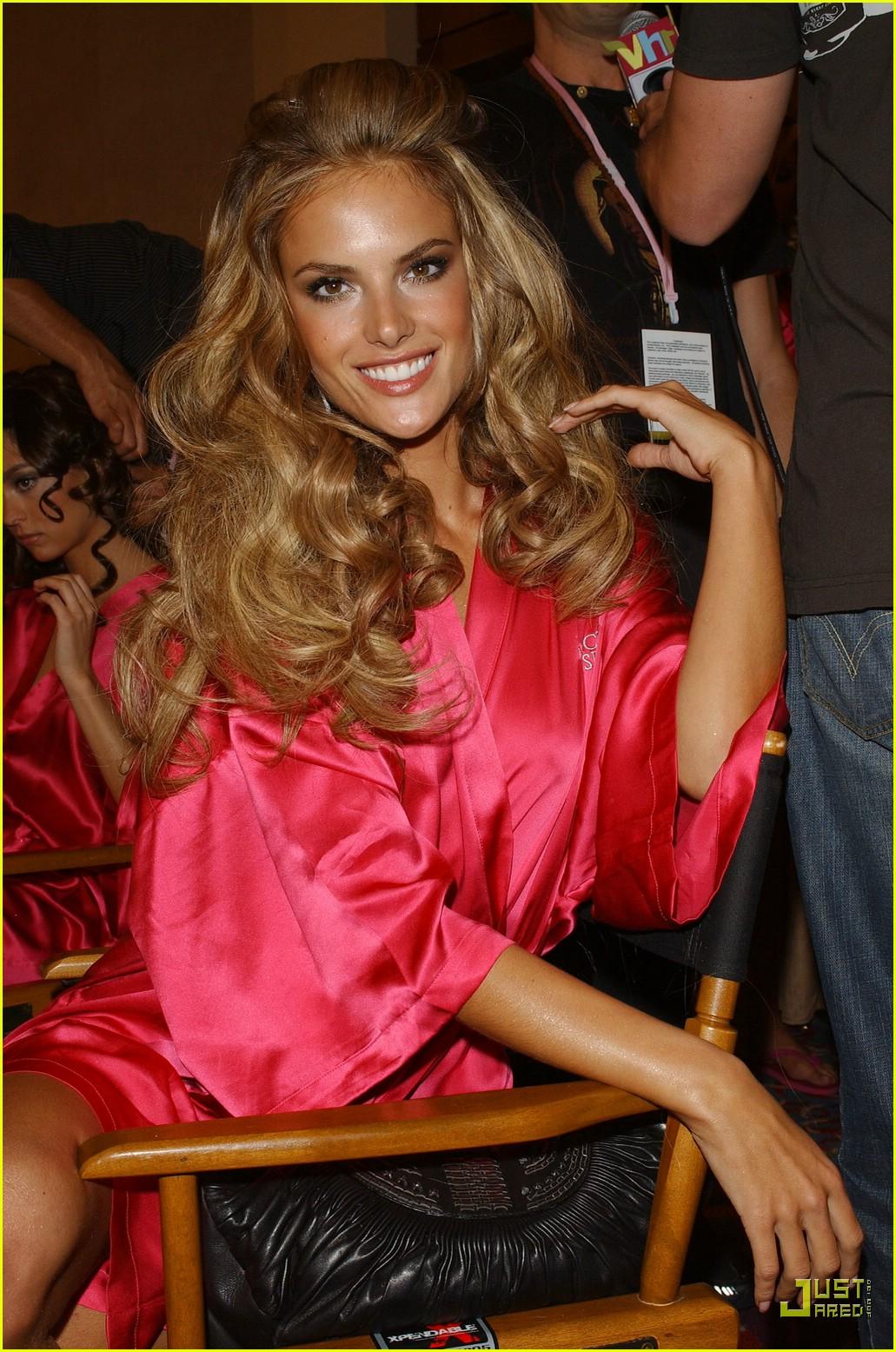 alessandra ambrosio victorias secret fashion show 2007 09734941