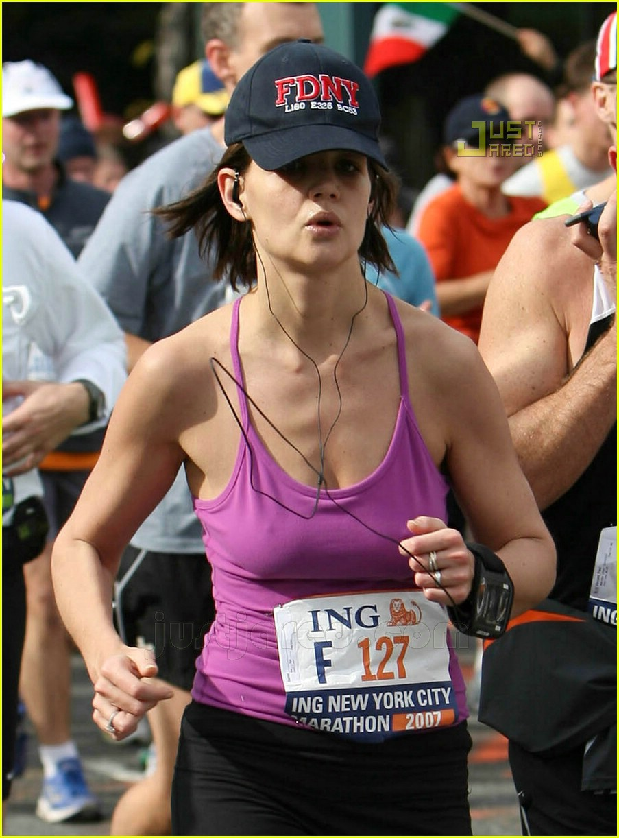 katie holmes running nyc marathon 05