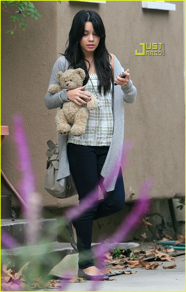 vanessa hudgens teddy bear 04721381