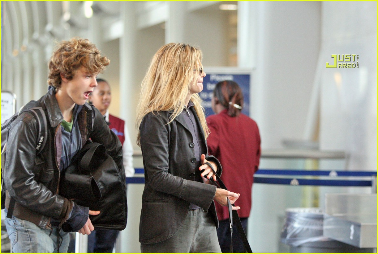 Meg Ryan Flies For Thanksgiving Photo 752921 Celebrity