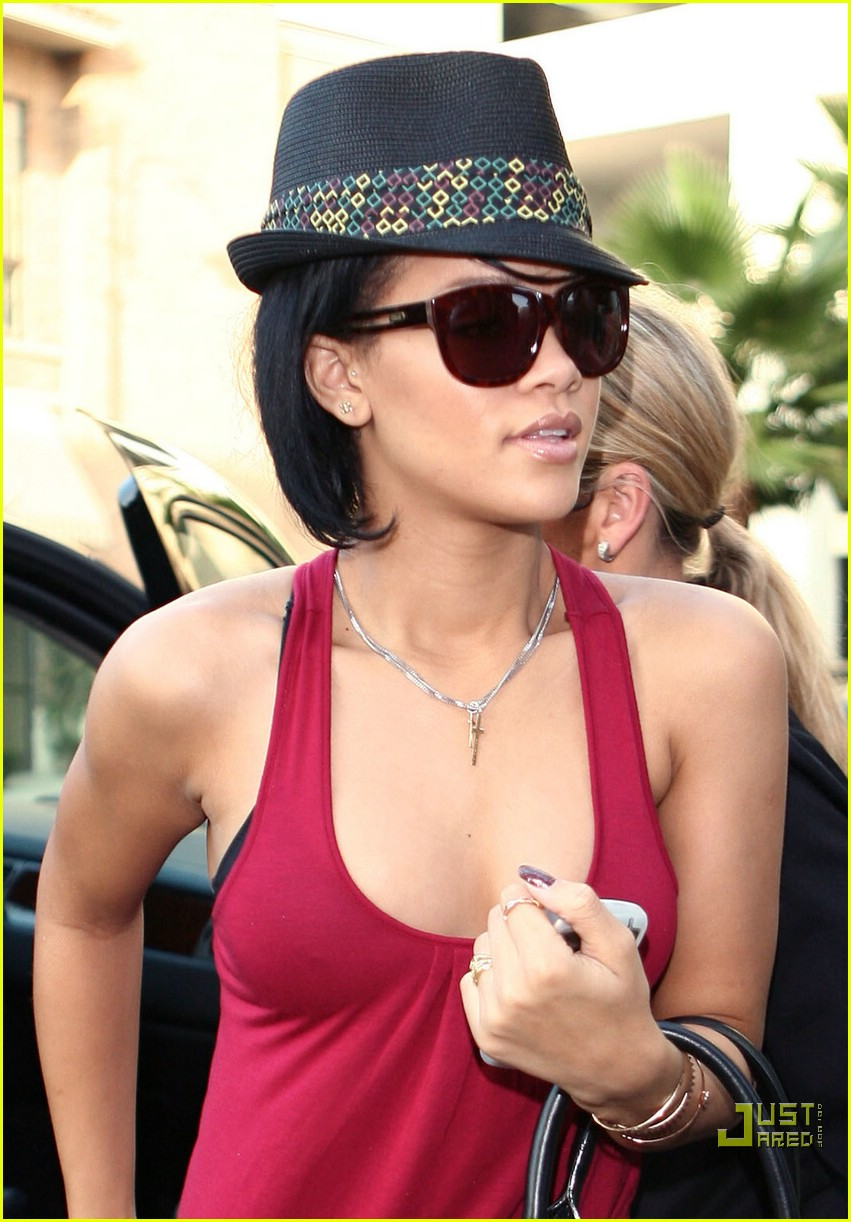 rihanna shopping spree 38