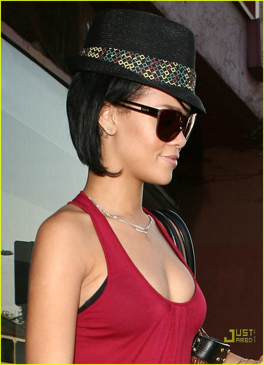 rihanna shopping spree 39