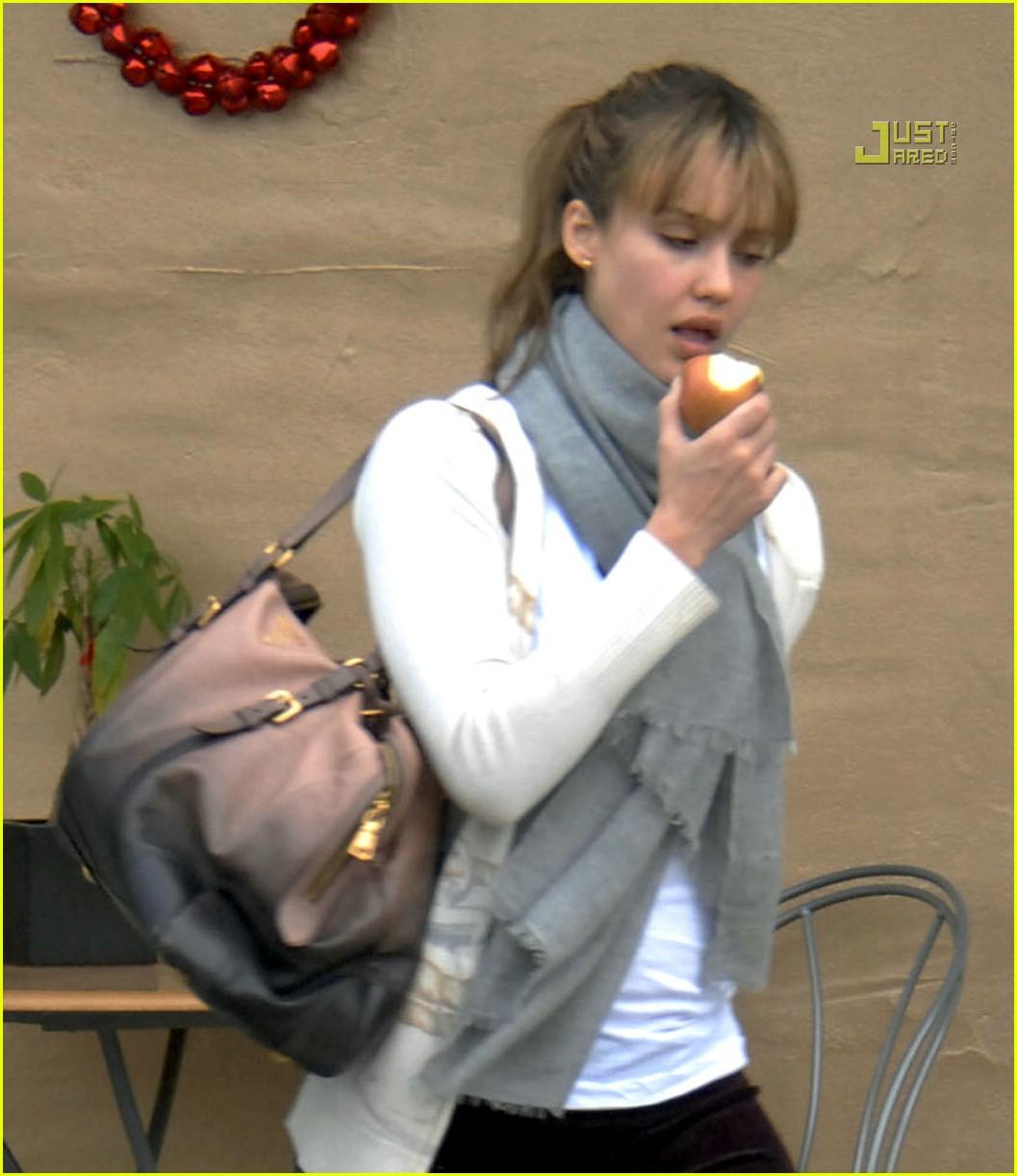 Full Sized Photo of je... Jessica Alba