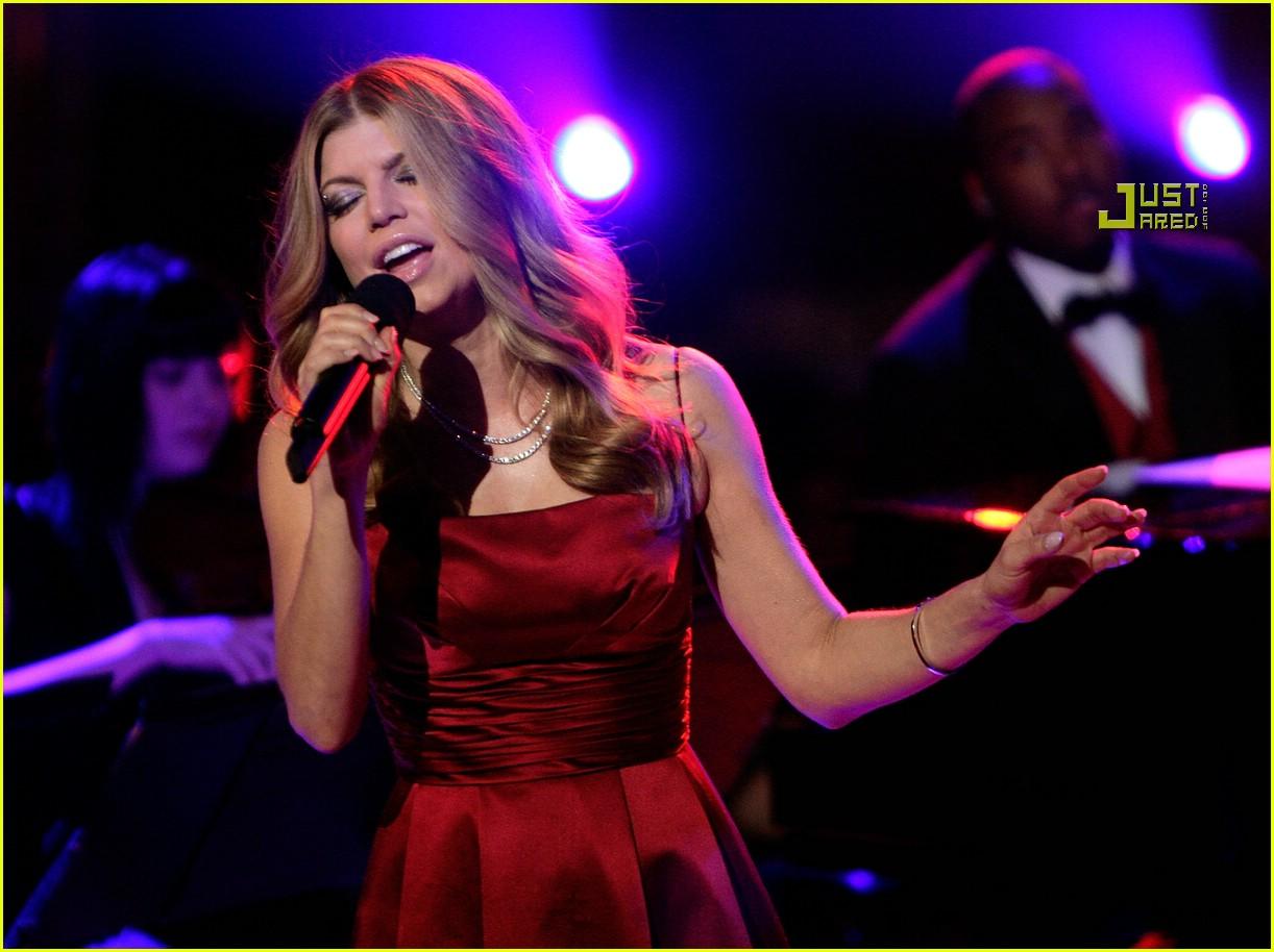 Full Sized Photo of fergie holidays singing 14 | Photo ... Fergie