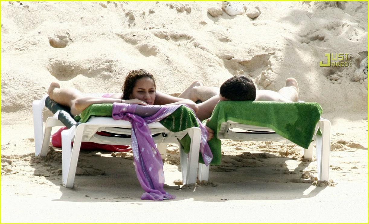 Leona lewis bikini pics