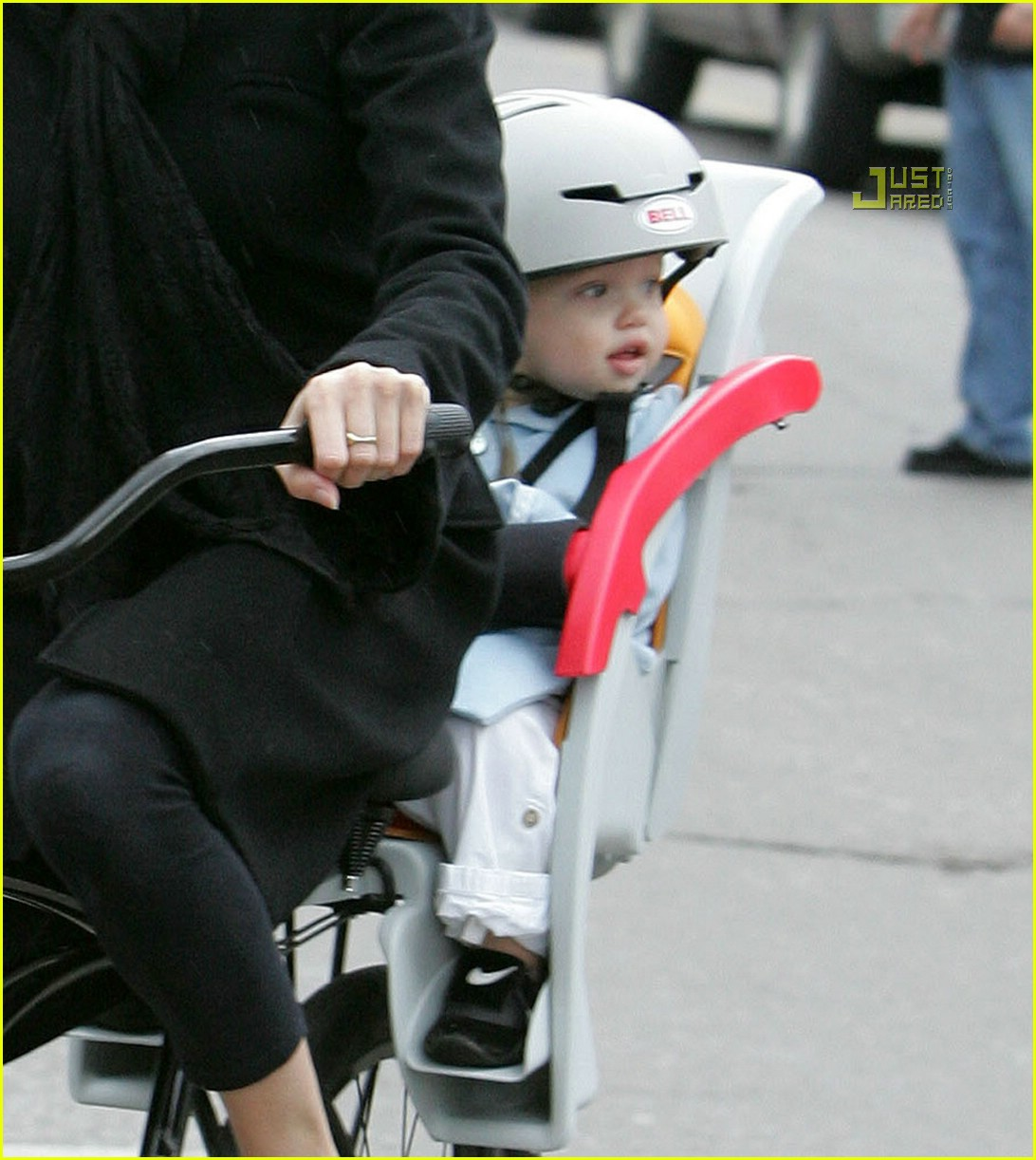 angelina jolie shiloh bicycle 01