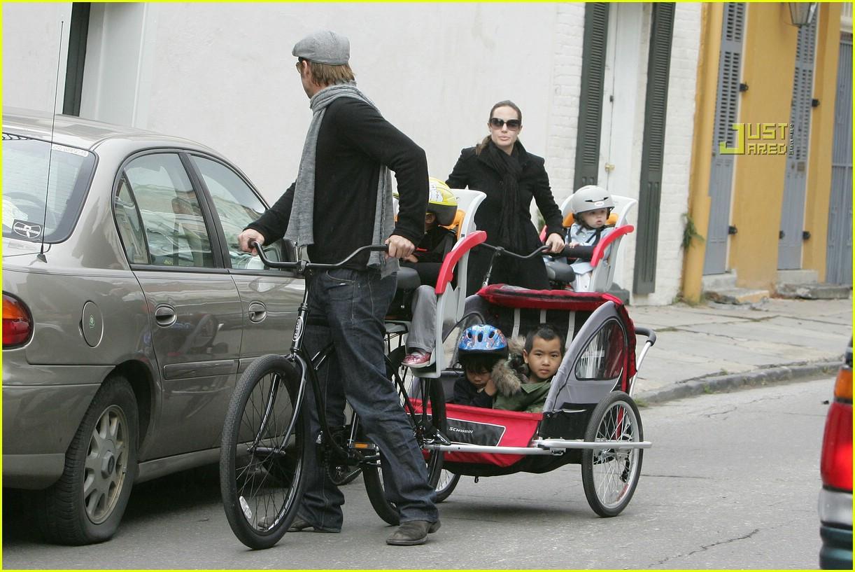 angelina jolie shiloh bicycle 02