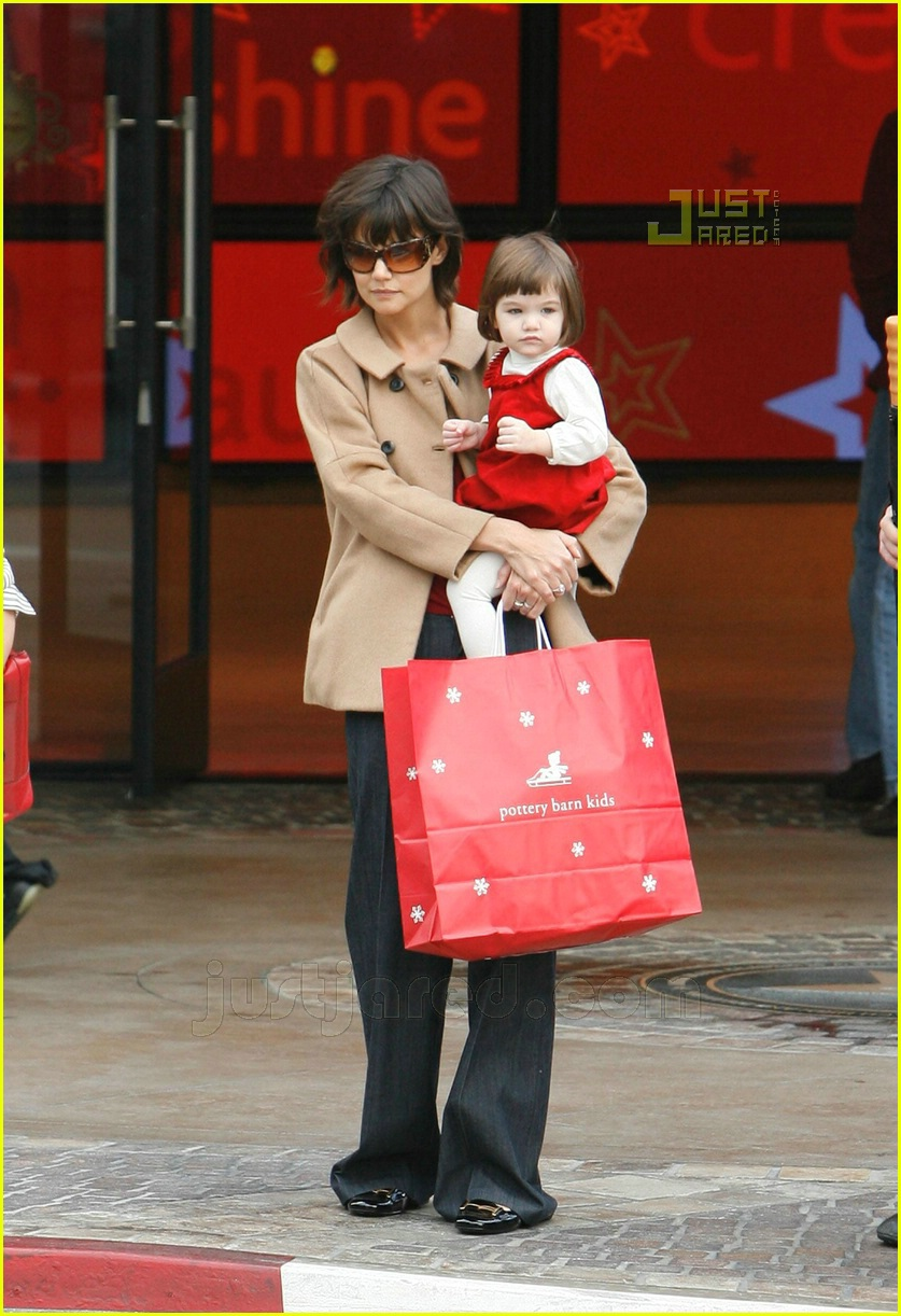 suri christmas shopping 13