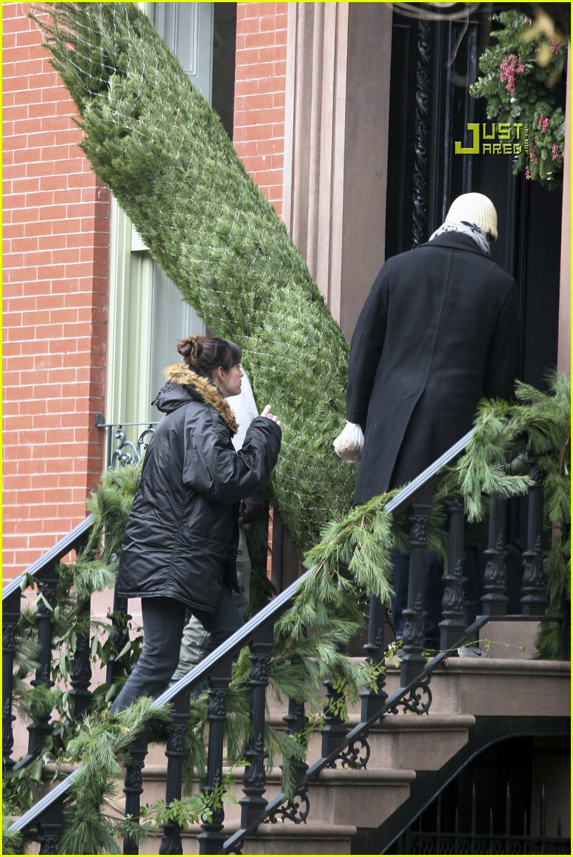 liv tyler christmas tree 08792191