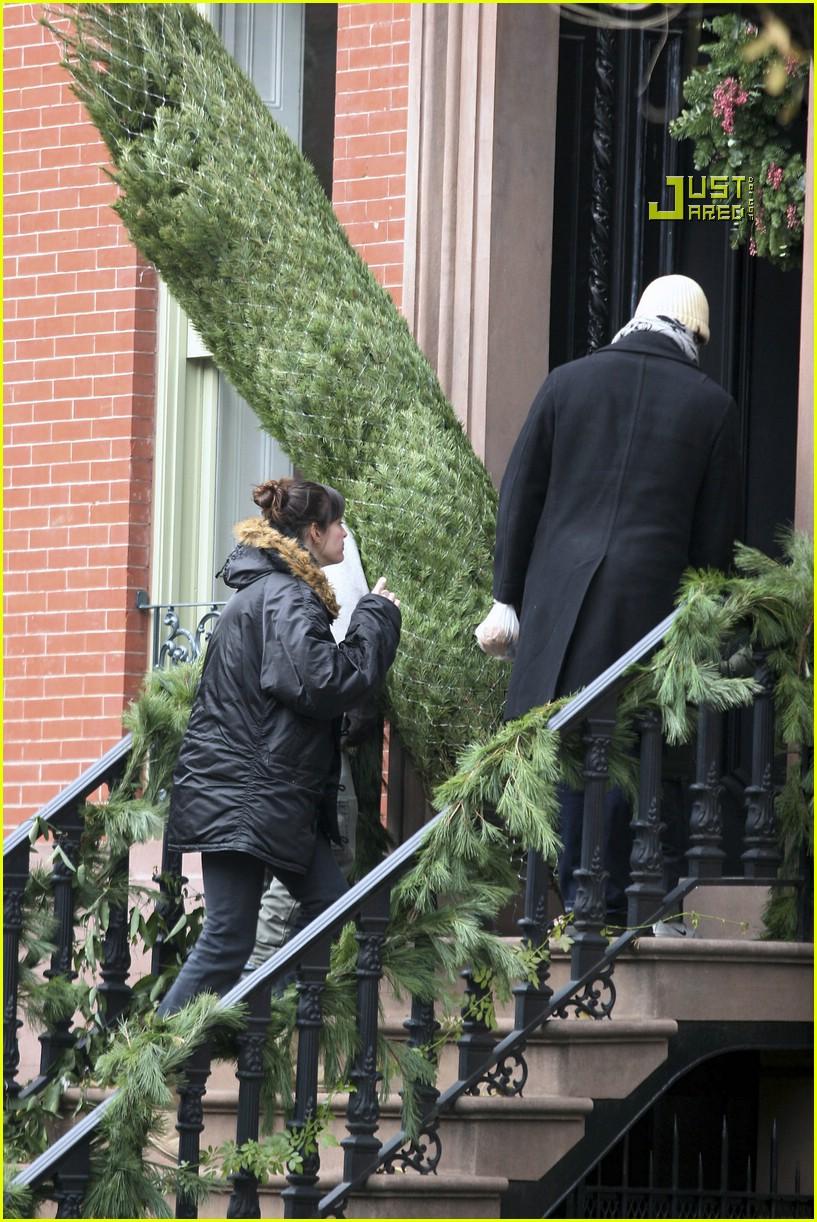 liv tyler christmas tree 08