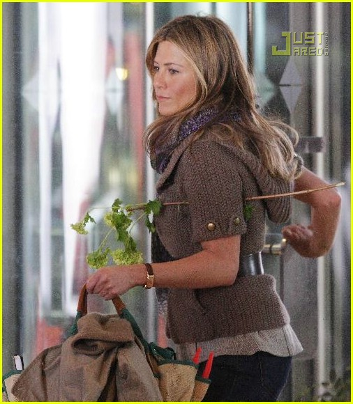 jennifer aniston flower girl 06