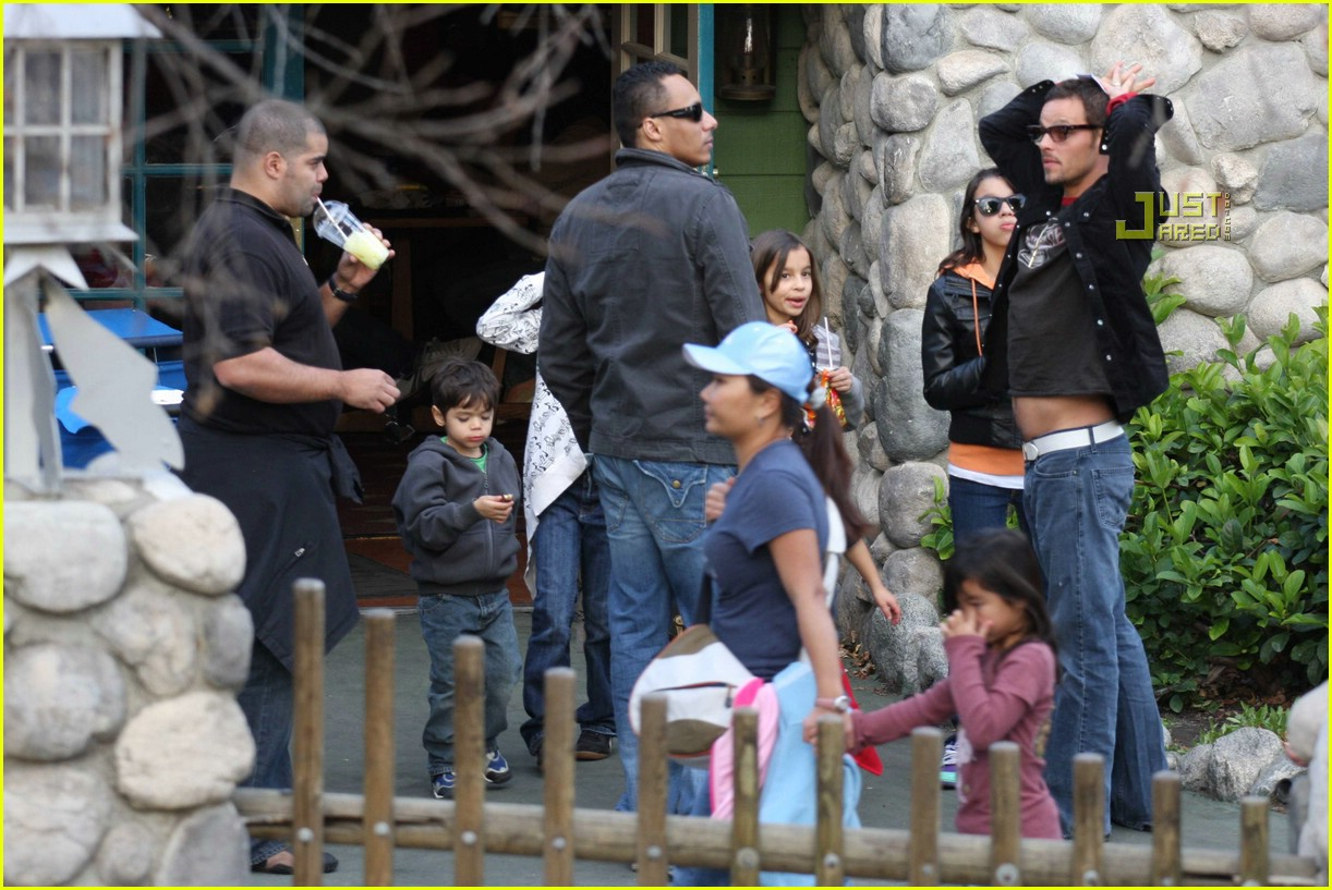 justin chambers knotts berry farm 08