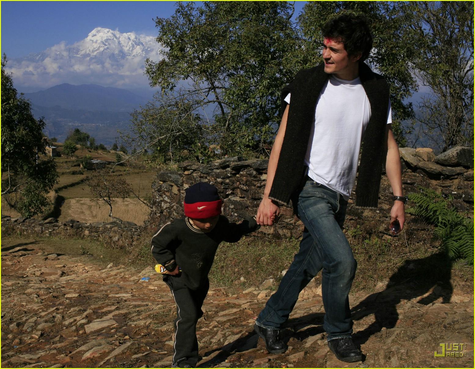 orlando bloom nepal 10