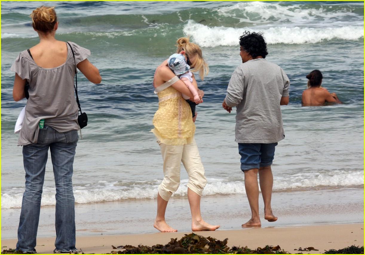 naomi watts sasha bondi beach 22