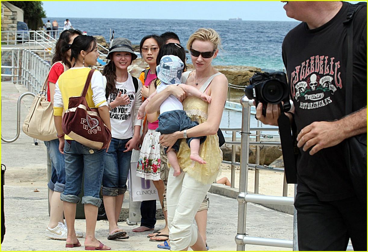 naomi watts sasha bondi beach 26