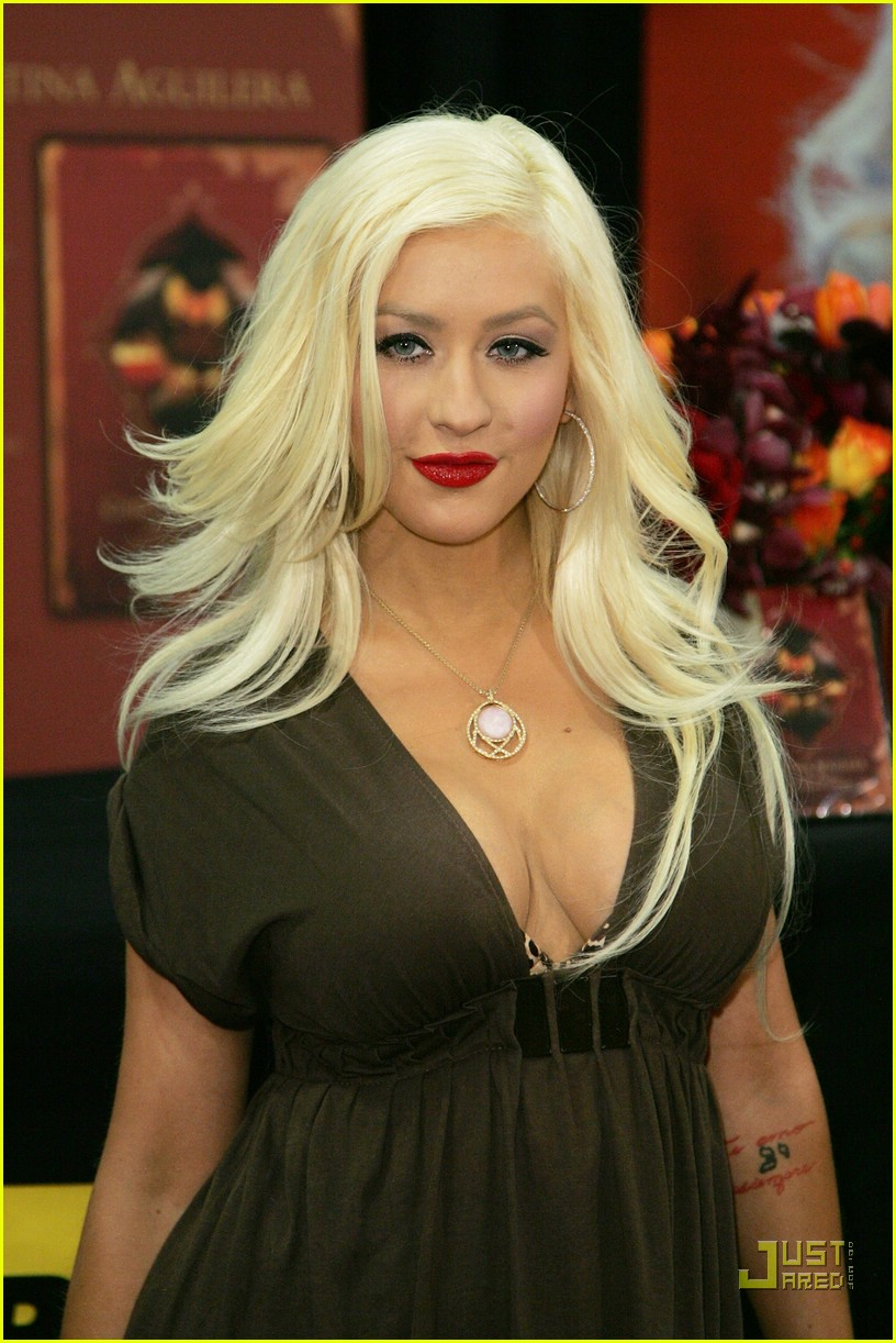 christina aguilera post pregnancy body 08