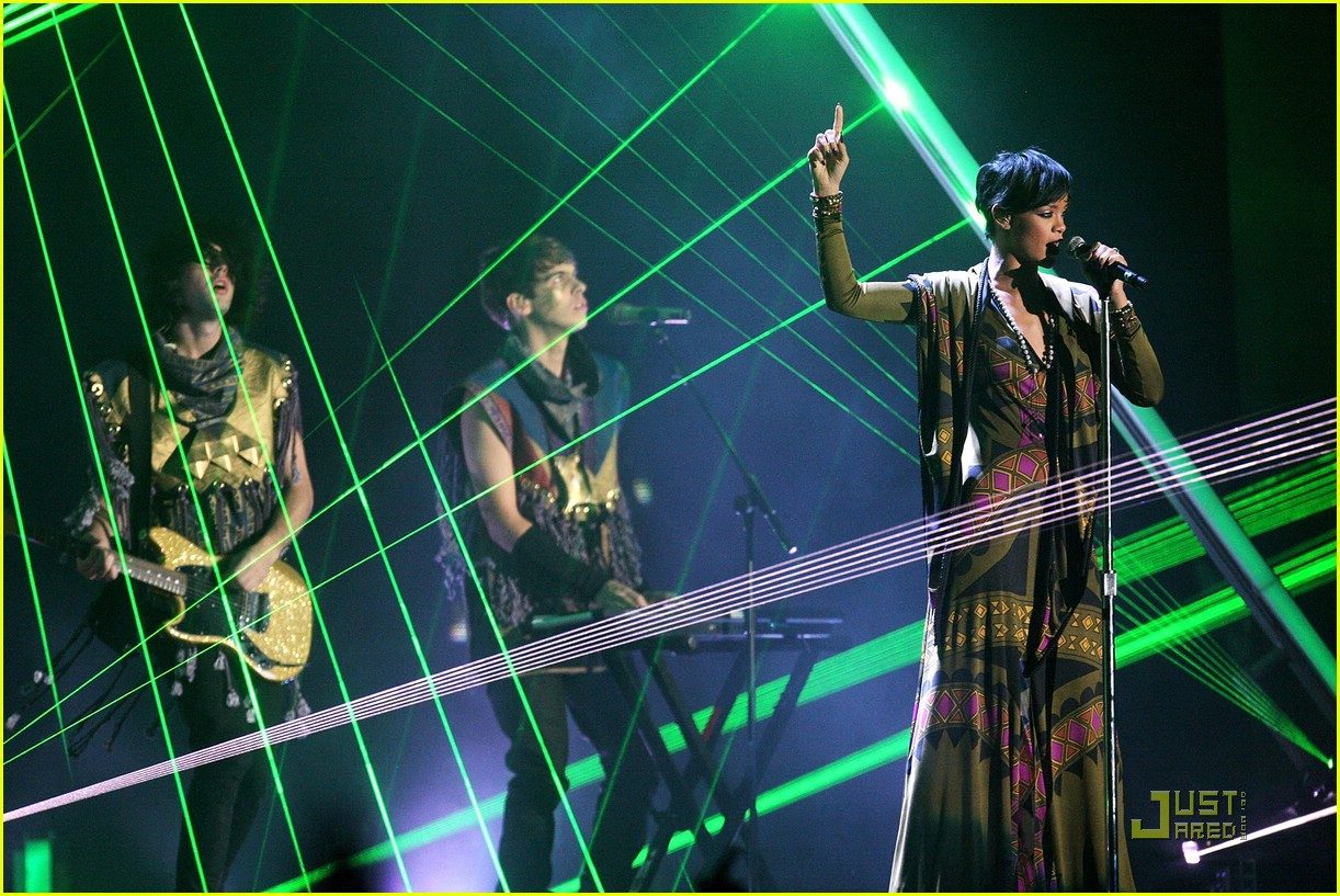 rihanna brit awards performance video 03