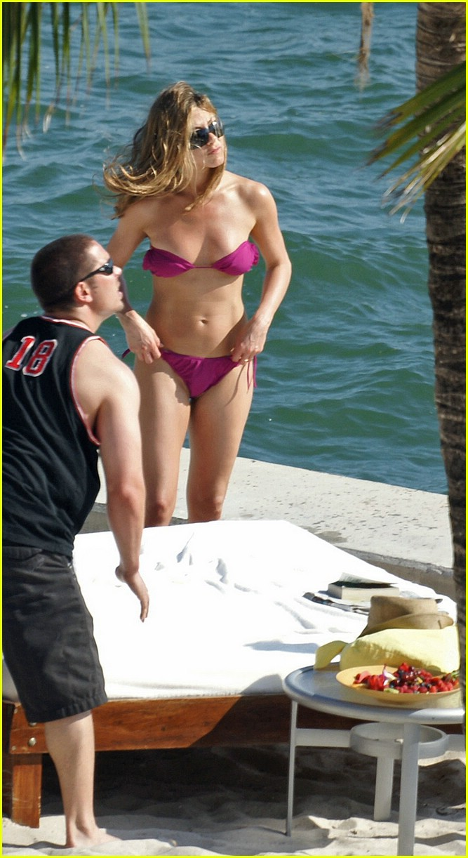 jennifer aniston bikini 02