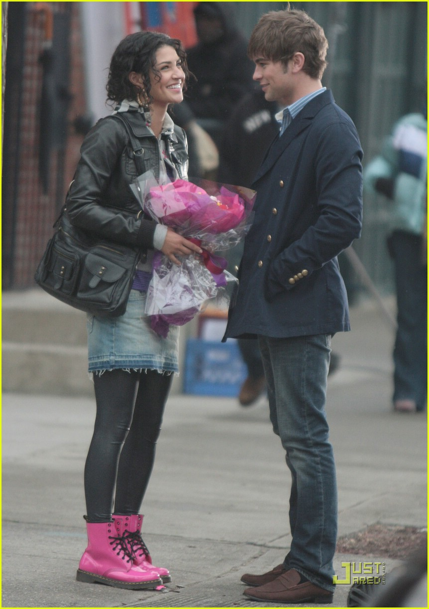 chace crawford kissing jessica szohr 02