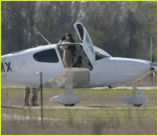 pregnant angelina jolie flying 07 More Views