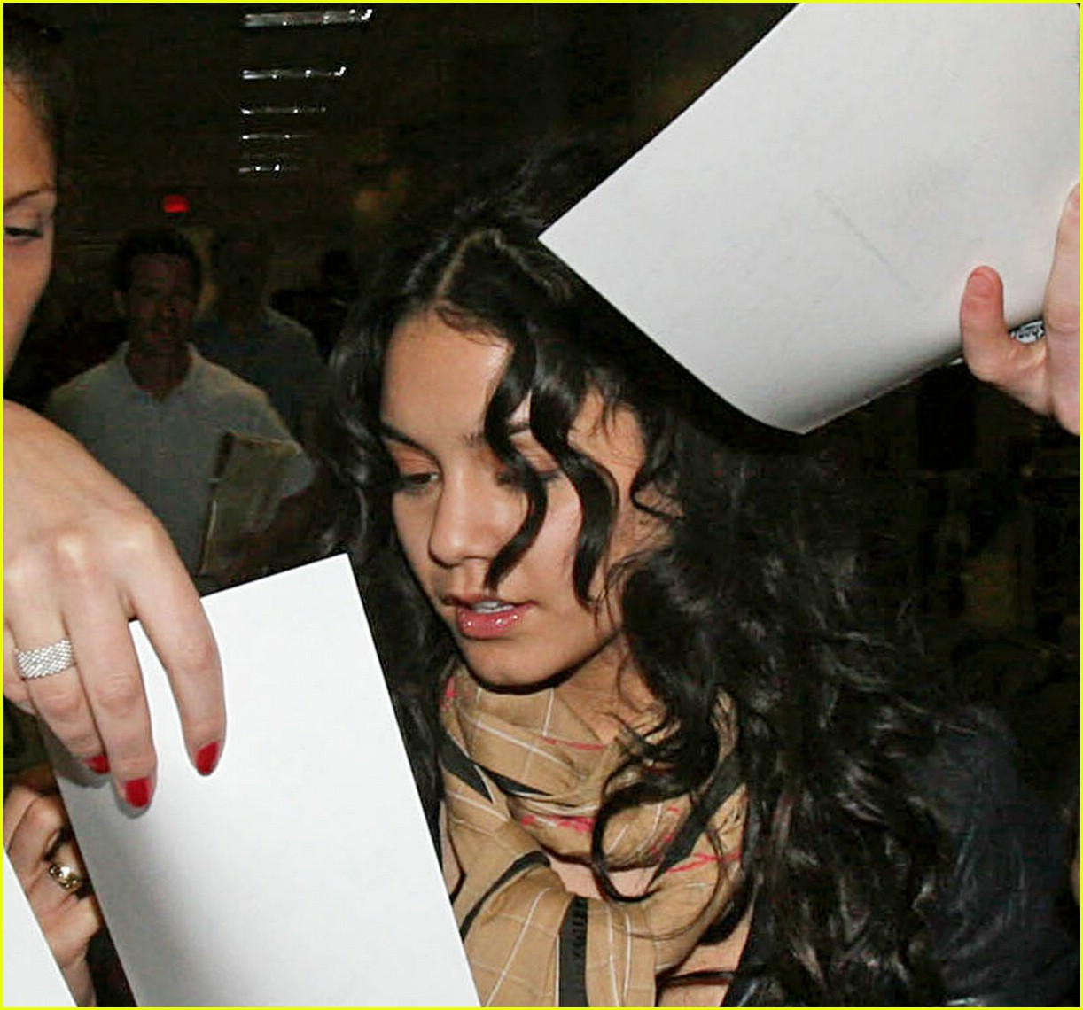 vanessa hudgens lands lax 101012561