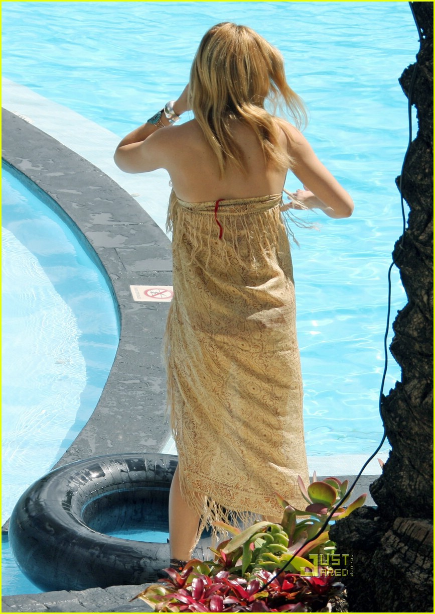 kate hudson ryder pool 09