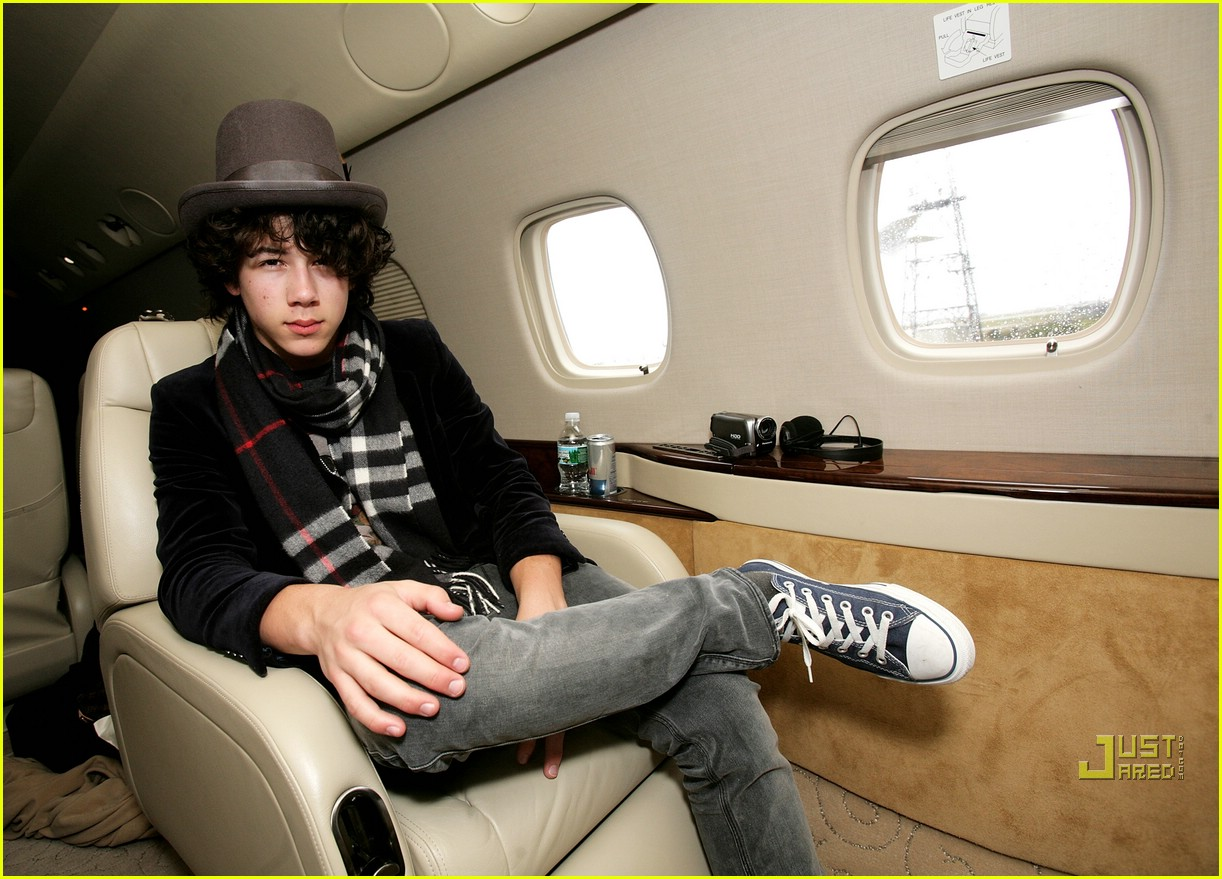 jonas brothers private jet 04982811
