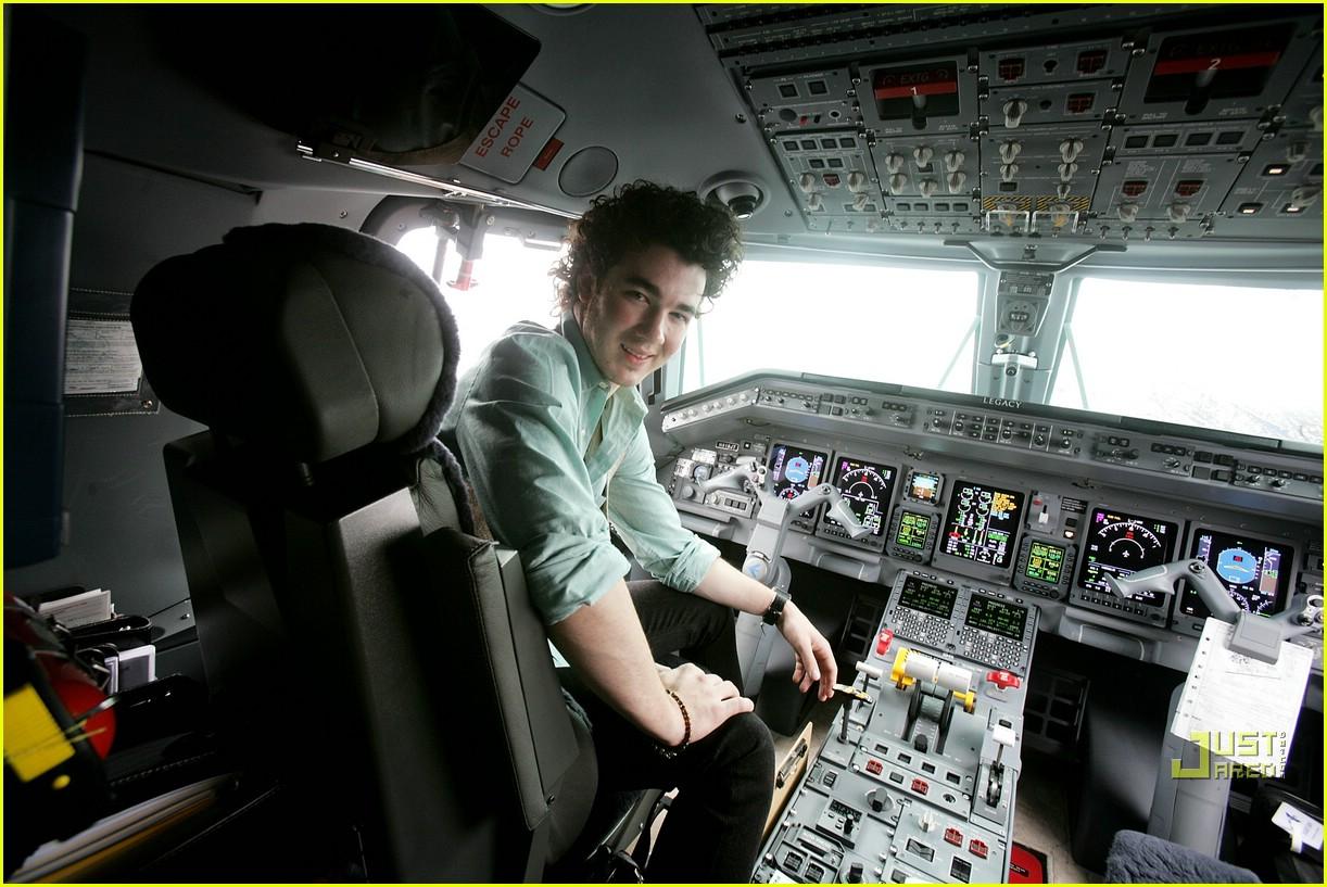 jonas brothers private jet 09982861