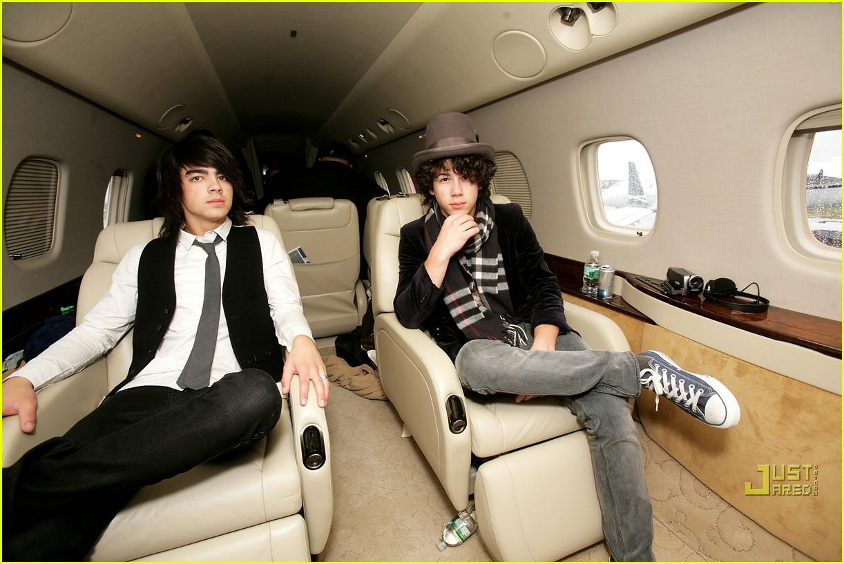 jonas brothers private jet 29983061