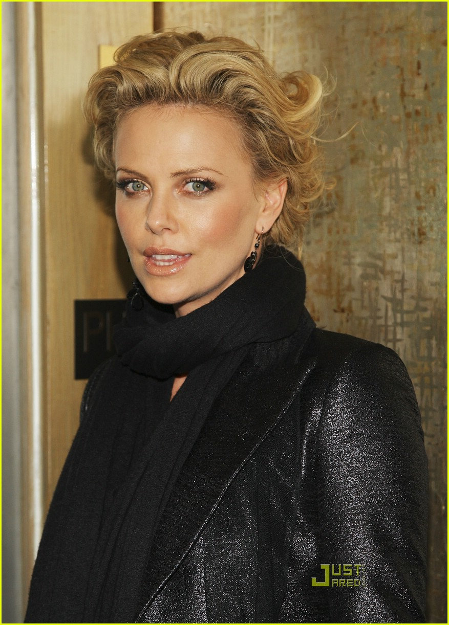 charlize theron sleepwalking premiere new york 01