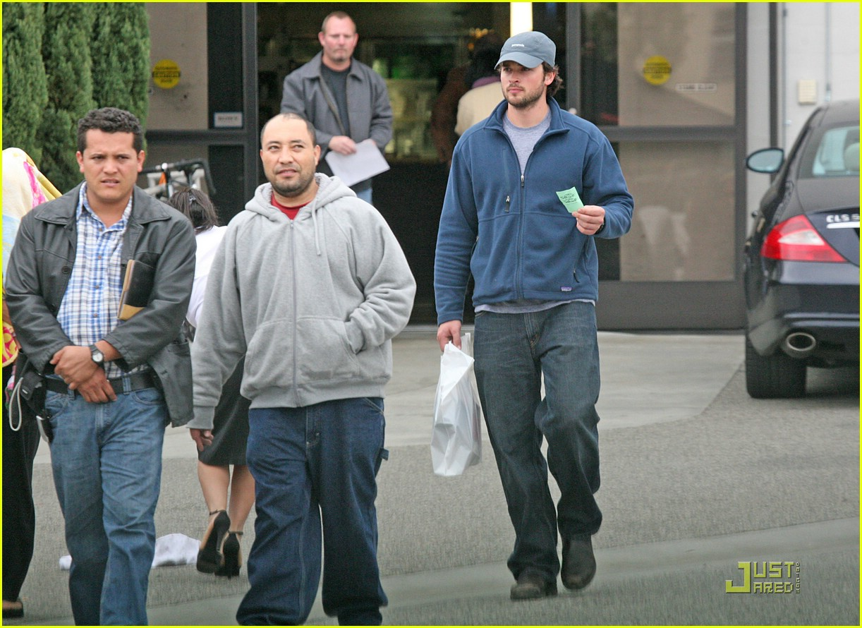 tom welling camera shop stop 03