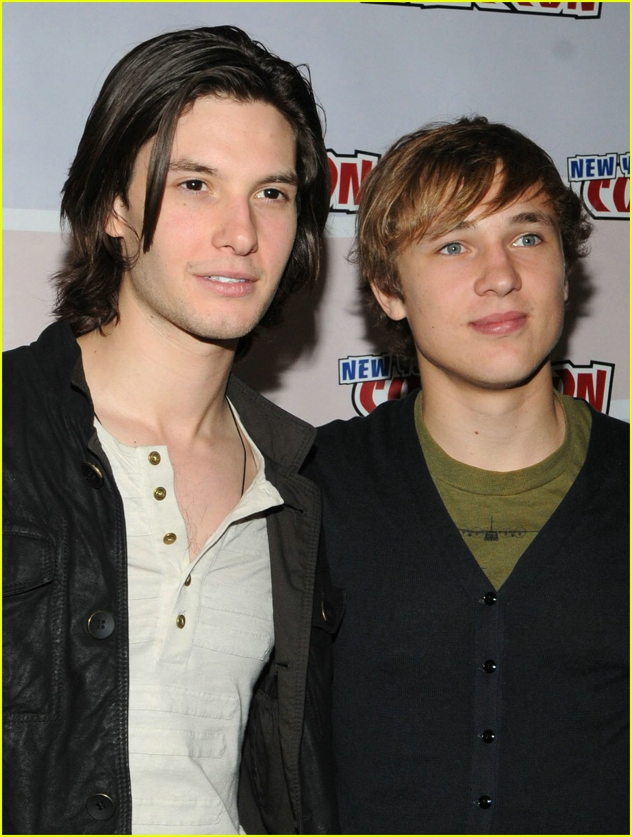 william moseley ben barnes hug 09