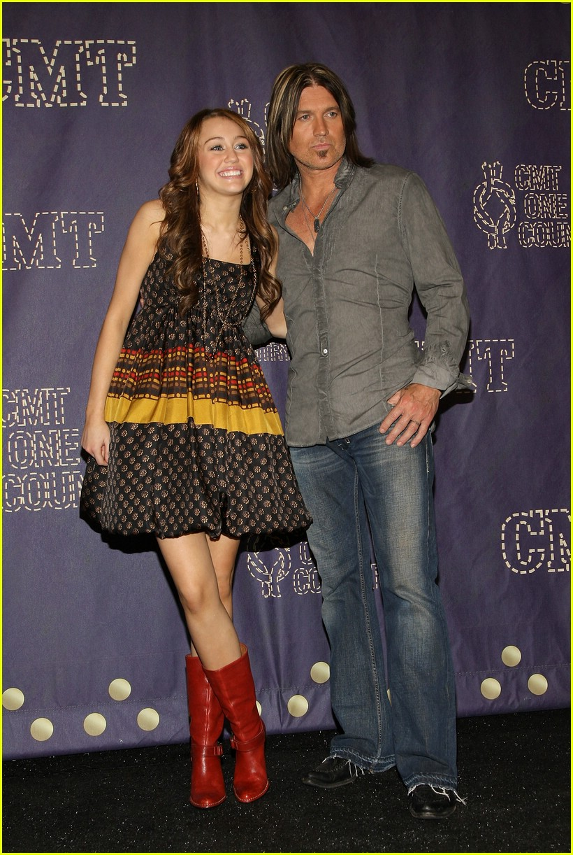 miley cyrus cmt performance 2008 05